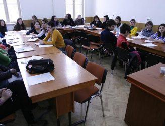 Studenţi la seminar