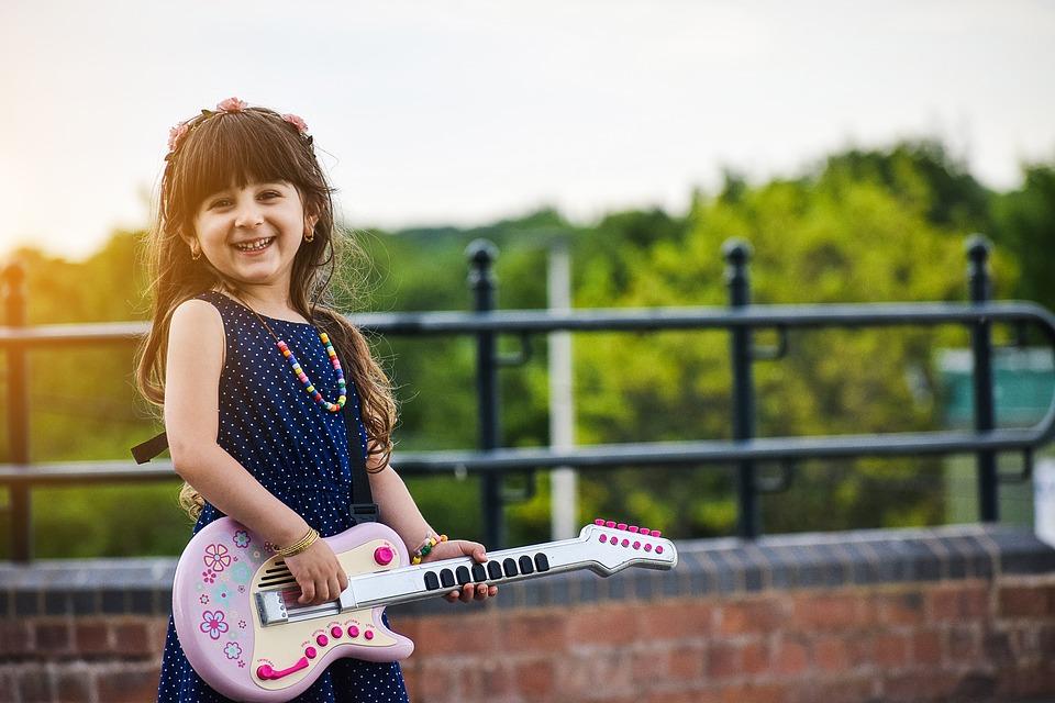 Jocurile muzicale îmbunătățesc abilitățile lingvistice ale copiilor