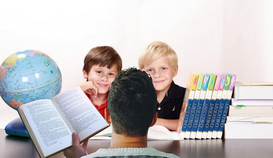 Elevii sunt predispuși să înregistreze succes școlar în cazul în care profesorii au percepții pozitive asupra părinților
